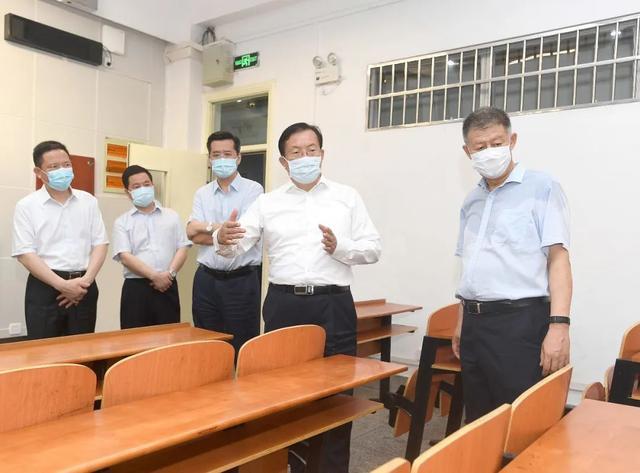 王忠林来校调研学校复学复课准备工作